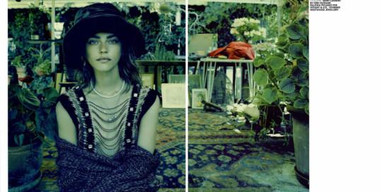 Marie Claire, novembre 2013. Rapsodia Gipsy, foto di Jacques Olivar, styling di Elisabetta Massari. Cappello in velluto Grevi.