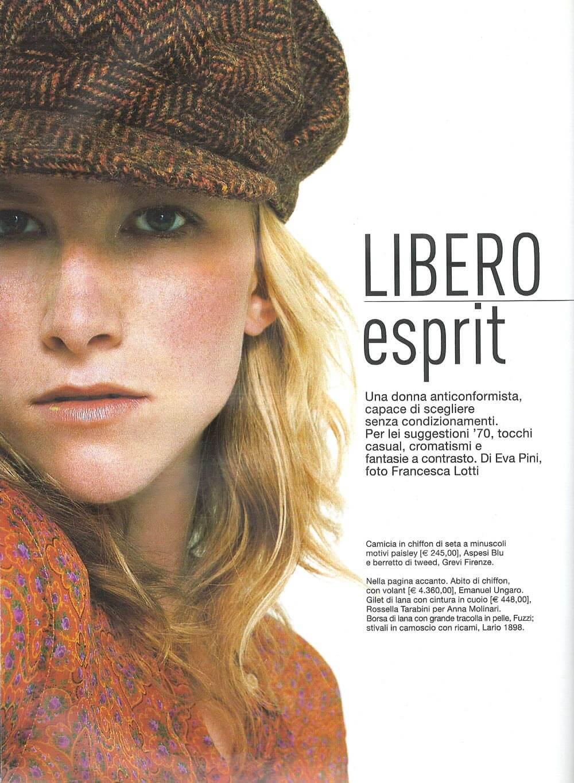 Anna ottobre 2002 - Servizio di Eva Pini, foto Francesca Lotti - camicia in chiffon di seta Aspesi e berretto in tweed di Grevi Firenze